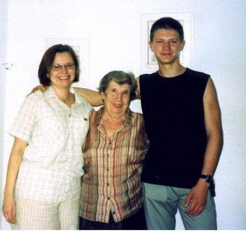Vitya+Sanya+mama.jpg