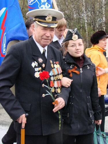 Ветеран с внучкой