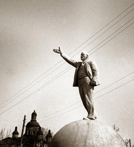 Памятник В.И.Ленину в парке культуры.Тамбов 50-е годы.